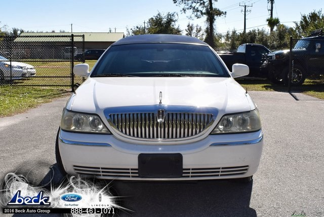Pre Owned 2005 Lincoln Town Car Executive